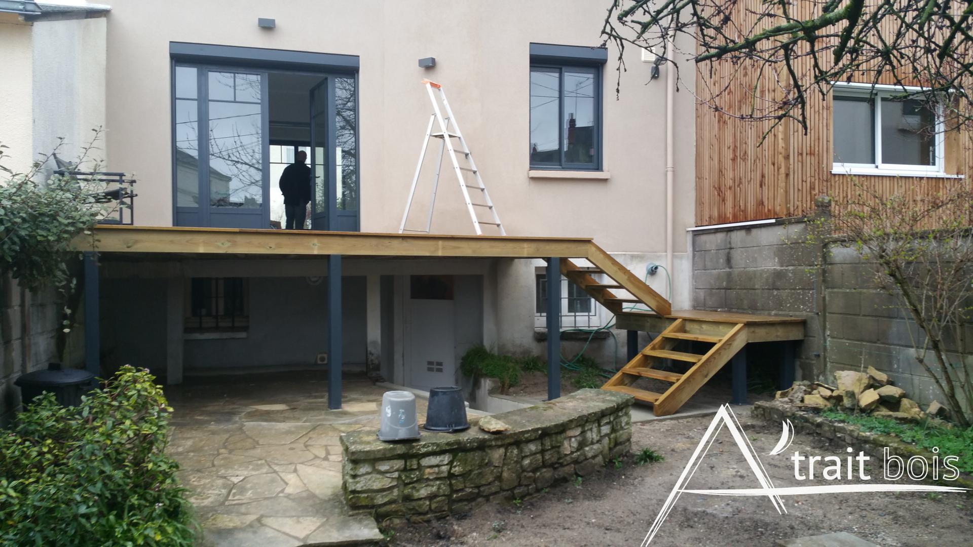 Terrasse en bois avec marches